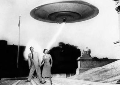 La terra contro i dischi volanti (1956)